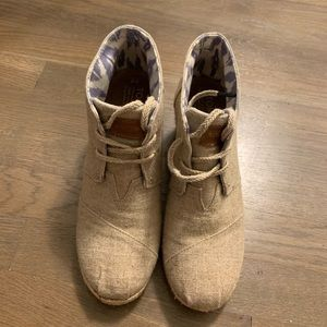 Tom's linen wedges in like new condition